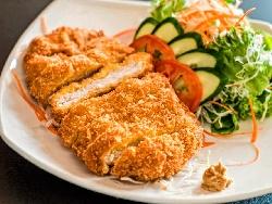Панирани пилешки филета с пармезан и корнфлейкс на фурна върху пергаментова хартия за печене - снимка на рецептата